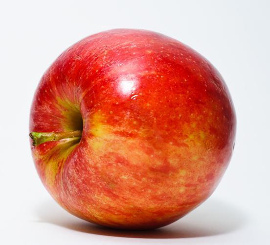 Red Apple.jpg © Abhijit Tembhekar from Mumbai, India